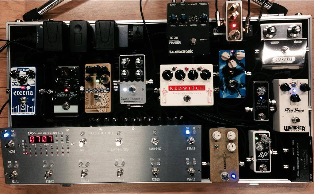 MORRIEs pedal board